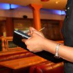 Hôtesse d'accueil : Comment trouver un poste rapidement pour l'été ?