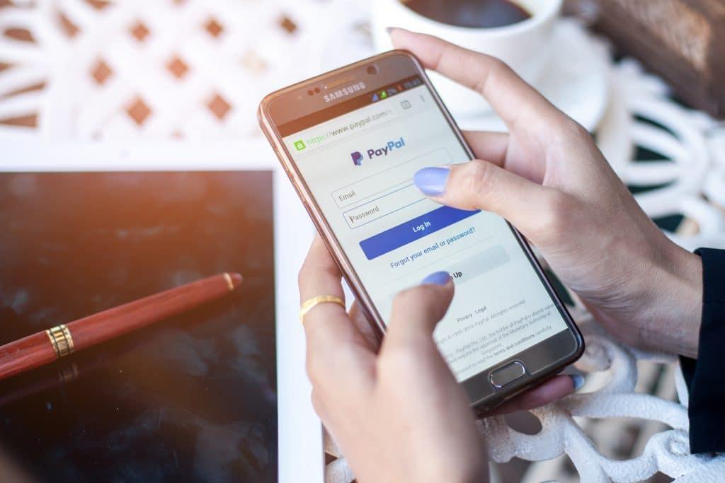 Comment lier le compte PayPal avec un autre compte fourni par la banque ?