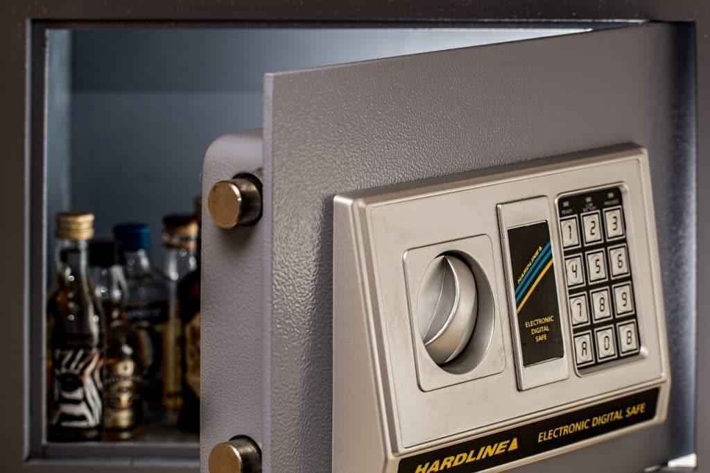 Comment ouvrir un coffre-fort à combinaison électronique