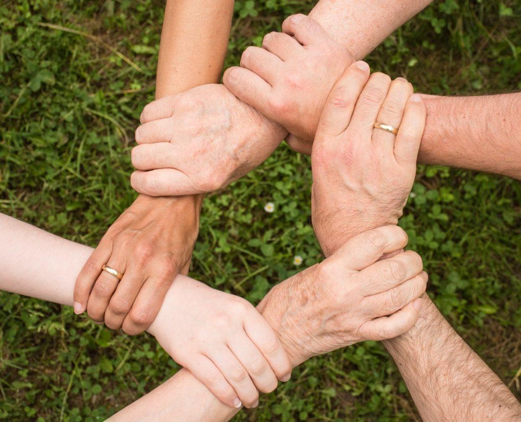 Les dons, le bénévolat et la préparation des successions