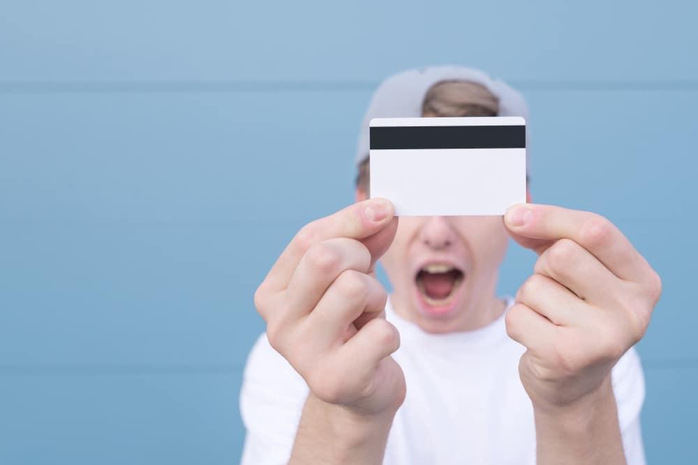 Quel est l'âge minimum pour avoir une carte bancaire?