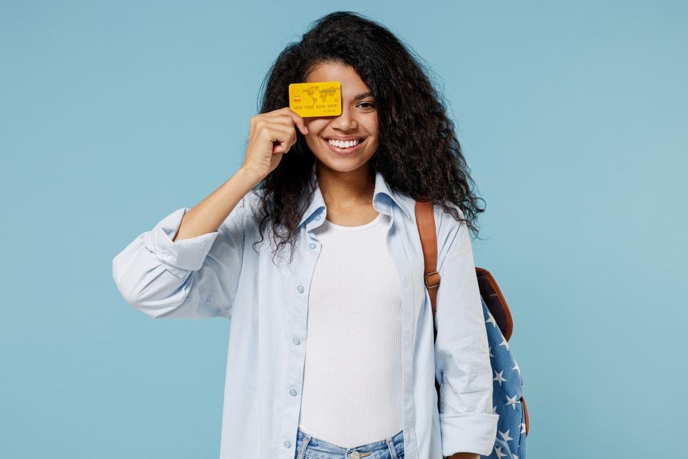 Quels sont les différents types de cartes bancaires pour un mineur?